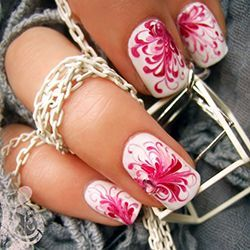 манікюр білий з рожевим