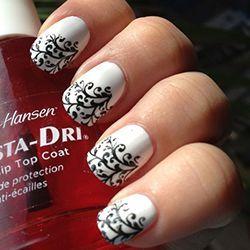 фото нігтів в білих тонах