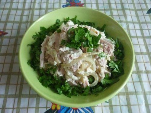 Апетитний салат «фаворит» для буднів і святкових застіль