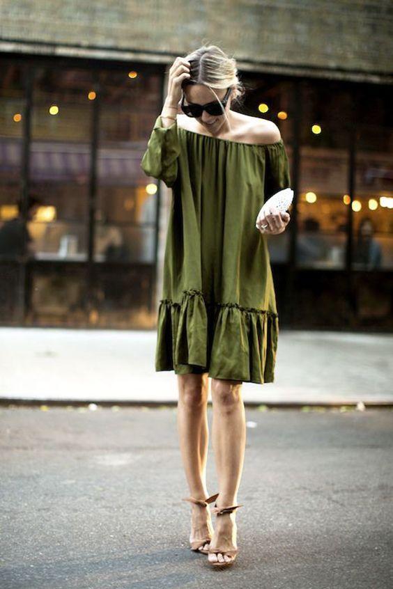 снчетаніе зеленого сукні з білим клатчем