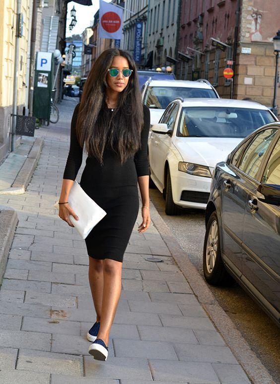 білий клатч з чорним платтям