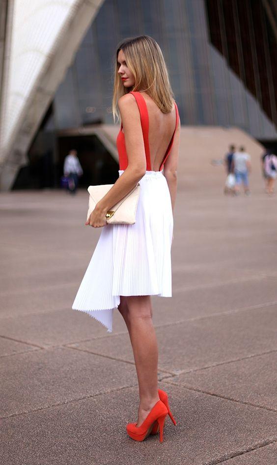 білий клатч з вечірнім вбранням