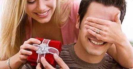 Що подарувати чоловікові на 23 лютого, день народження - корисні і недорогі подарунки