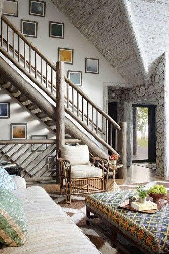 Сільський стиль заміського будинку в білому виконанні