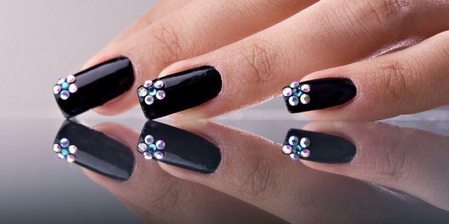 дизайн чорних нігтів