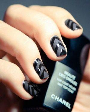 дизайн нігтів чорний лак