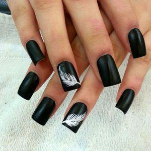 чорні нігті дизайн