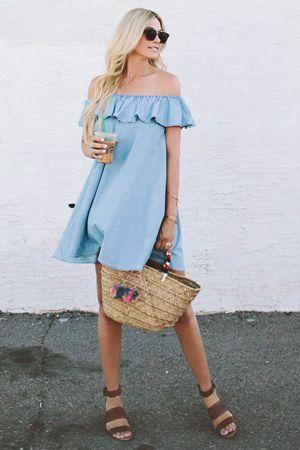 плаття денім з солом`яною сумкою