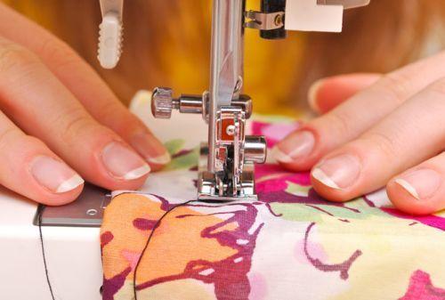 Хобі для модниць: навіщо і як навчитися шити і кроїти самостійно