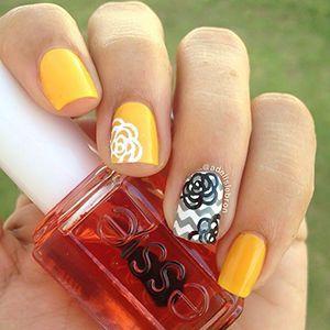 манікюру на короткі нігті з жовтим лаком