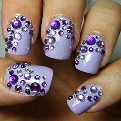 фіолетові стрази на нігтях