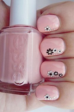 стрази у вигляді квітів на нігтях
