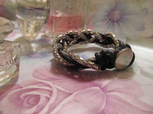 Витончений браслет з шкіряного шнурка і ланцюжки - стильна прикраса своїми руками