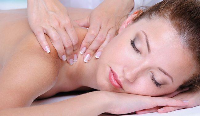 масаж з маслом лаванди