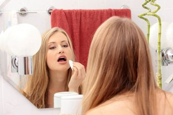 зняття макіяжу