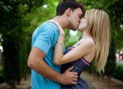 як почати цілуватися з дівчиною