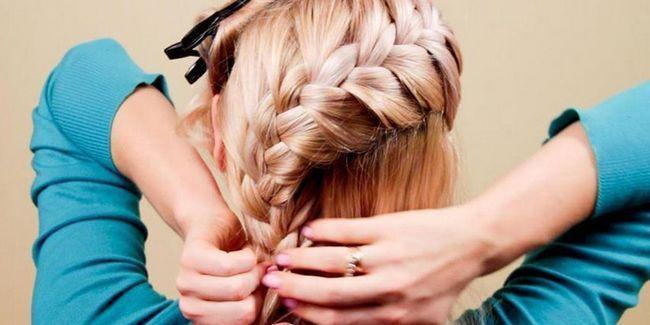 Як зробити швидку зачіску самій собі