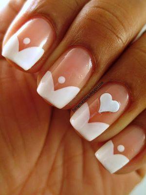 манікюр на нігтях