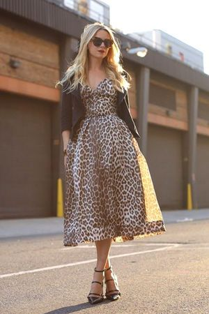 леопардове плаття зі шкіряною курткою