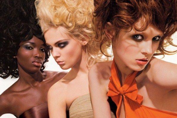 Кому стрижки на волосся середньої довжини йдуть більше - блондинкам або брюнеткам?
