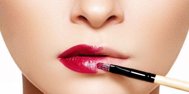 Контурінг губ: як візуально збільшити губи за допомогою макіяжу