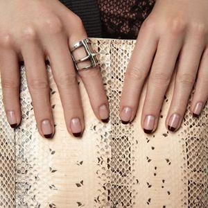 дизайн нігтів під срібний перстень