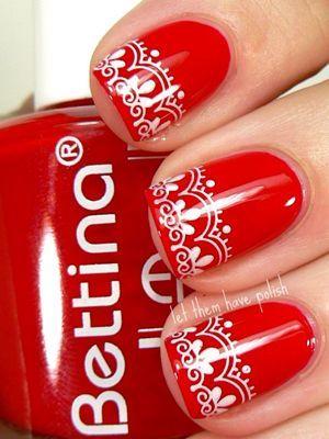 червоні нігті з ажурним малюнком
