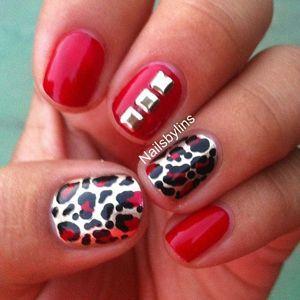 червоні нігті з леопардовим візерунком