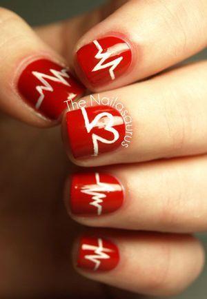 червоний лак на нігтях фото