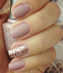 дизайн нігтів в стилі нюд