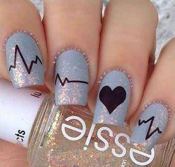 малюнки на нігтях серце