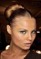 Модні прості зачіски 2012