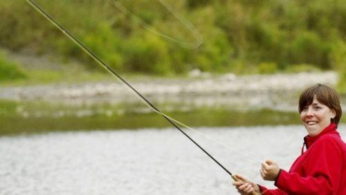Чоловічі хобі для прекрасних дам: жінка і рибалка