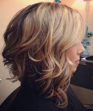 хвилястий біб на середні волосся