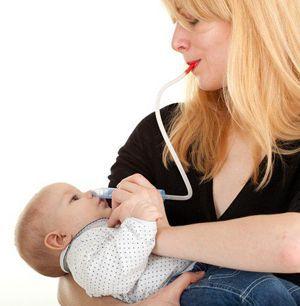 очищати ніс немовляти