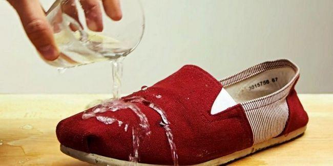 Ні краплі всередину: засіб для взуття «аквабронь»
