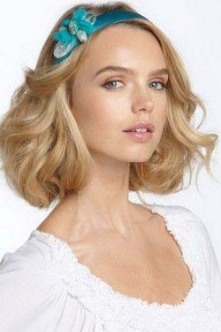 Ободок - модний акцент в сучасній зачісці