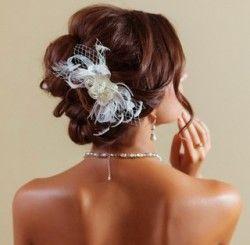 Оригінальні і красиві зачіски з шпильками на волоссі