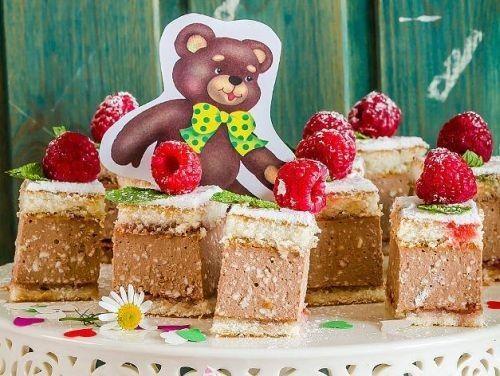 Пісочні тістечка з сирною начинкою - швидкий десерт для дитячого свята
