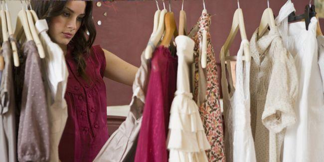 Плаття для жінок маленького росту: правила вибору