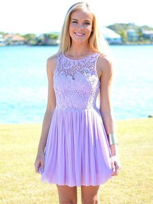 Сереневий плаття з мереживом