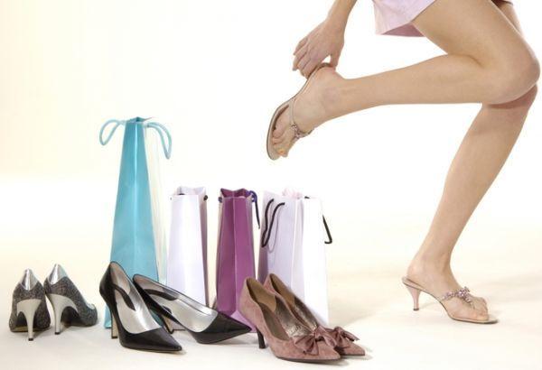 Практичні поради модницям: як правильно вибрати взуття для зручності і довгої шкарпетки