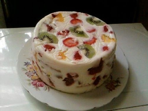 Простий рецепт і ідеї прикраси сметанного торта-желе без випічки