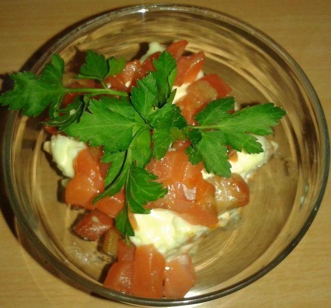 Простий рецепт вишуканого салату «золота рибка» з сьомгою