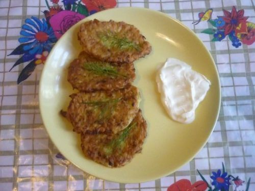 Простий рецепт смачних оладок з кабачка з зеленню