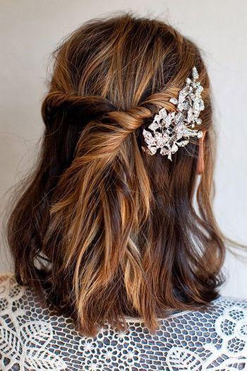 романтична зачіска з шпилькою