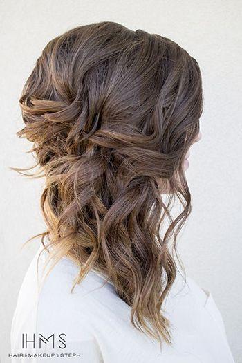 романтична зачіска на бік