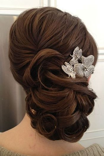 вечірня зачіска в романтичному стилі