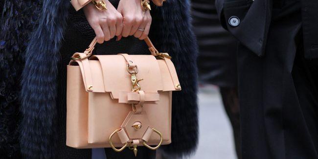 З чим носити бежеву сумку: 5 способів комбінування