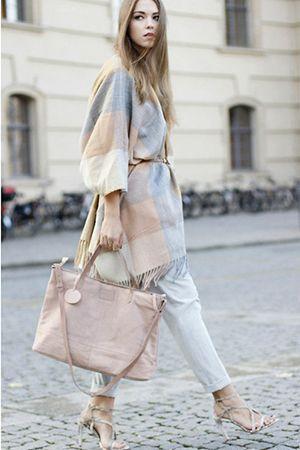 поєднання сумки і одягу